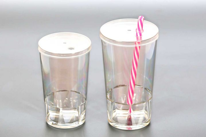 Plastic cups 0,2 l and 0,3 l